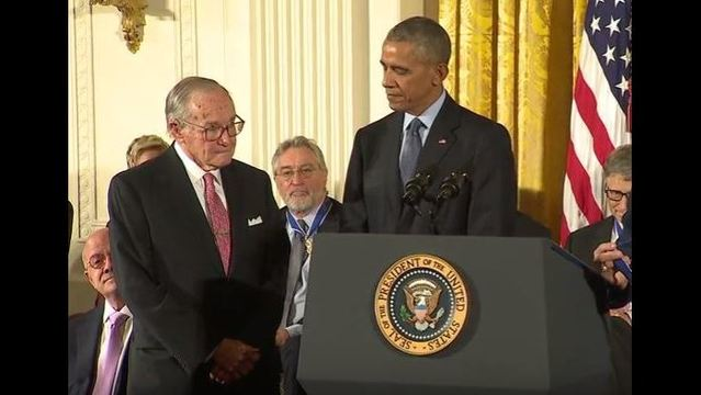 President Obama awards 21 people the Medal of Freedom_188781