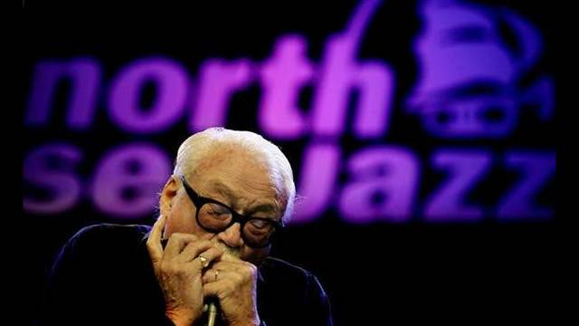 Image_ Toots Thielemans in performance in 2005_33648580001185