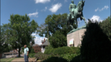 Hundreds of people flock to Robert E. Lee statue to take pictures