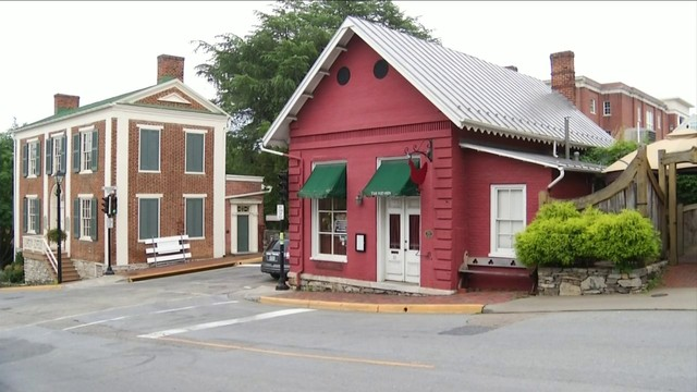 The Red Hen co-owner pens op-ed piece year after asking Sarah Sanders to&hellip&#x3b;