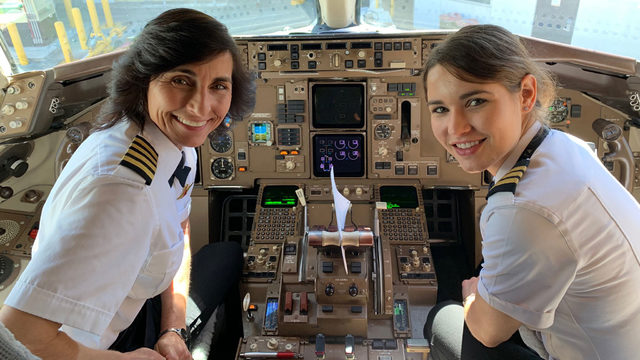 Mother-daughter duo pilot 757 flight to Atlanta