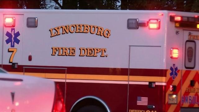 Lynchburg crews battle fire at apartment building