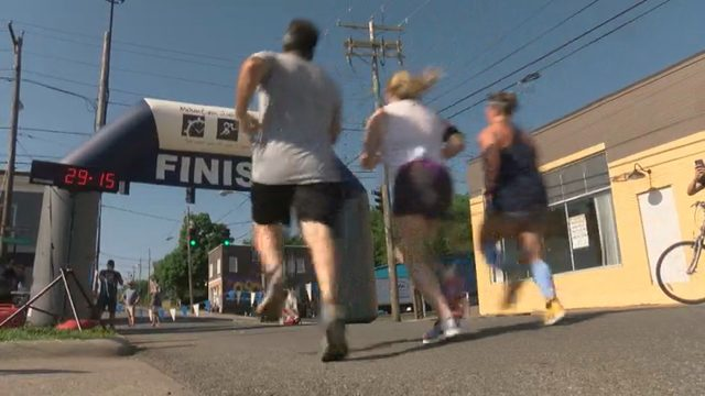 Roanoke race raises money to help the homeless