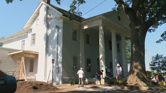 Volunteers help rebuild, beautify historic Roanoke home