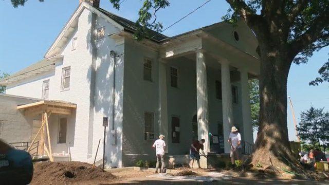 Volunteers help rebuild, beautify historic Roanoke home