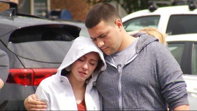 Virginia Beach residents mourn, hold vigils, visit memorials Saturday