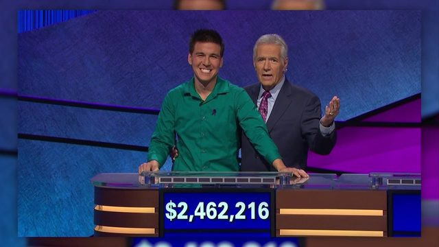 'Jeopardy!' champ out of debut World Series of Poker event