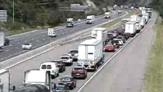Disabled tractor-trailer causing delays on I-81N in Montgomery County