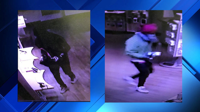 Duo wanted for stealing six cellphones from Franklin County Verizon store