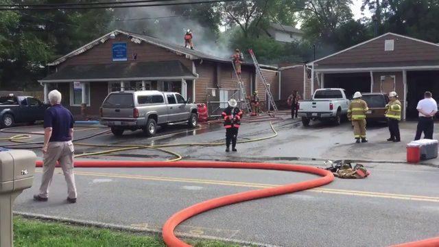 Two hurt in Salem car shop fire
