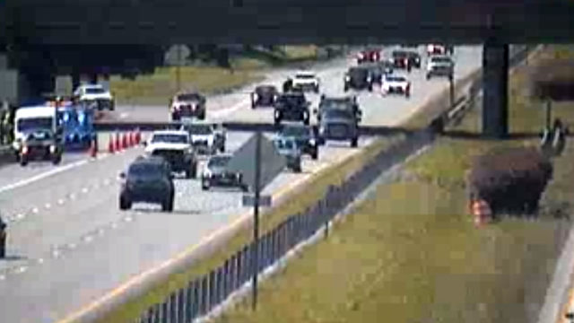 Crash causes 1-mile backup in Roanoke on I-581