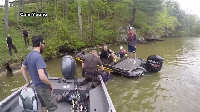 Suspect caught on camera swimming away from law enforcement in Smith…