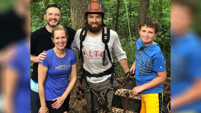 Family calls Lynchburg tree service company to rescue cat stuck 40 feet…
