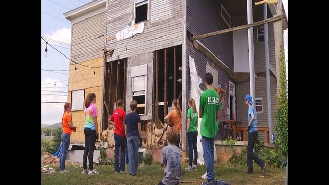 Northern Virginia church group rehabbing homes in Roanoke this week