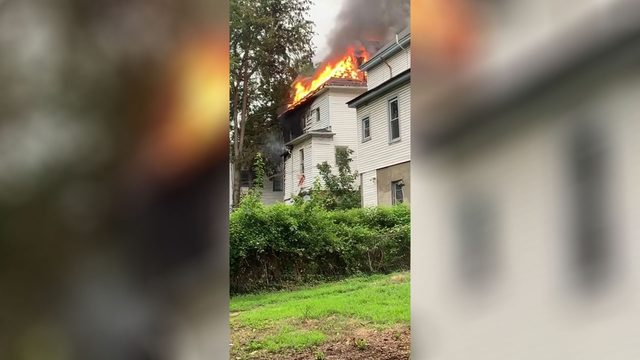 Crews stop Roanoke vacant house fire