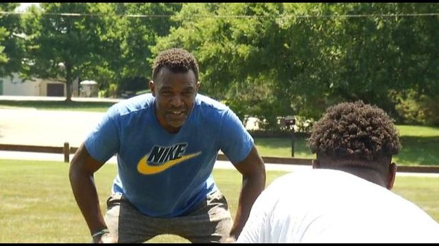 Former NFL running back Chris Warren returns to the valley for annual…
