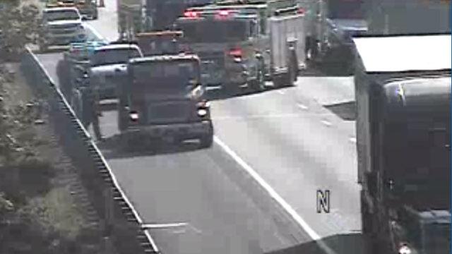 Crash closes right lane on I-81 in Roanoke County