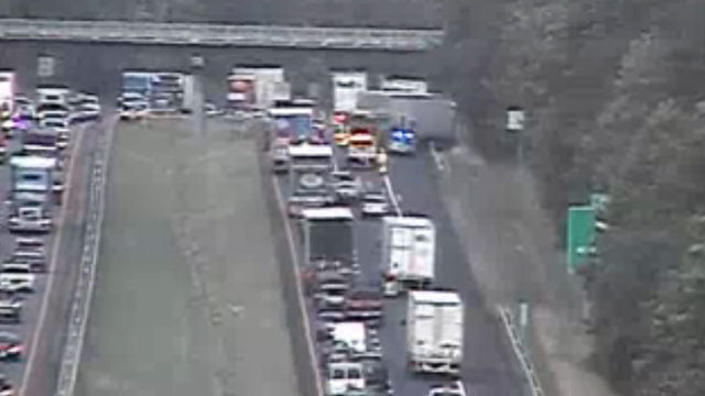 Tractor-trailer crash causing delays on I-81 in Roanoke County
