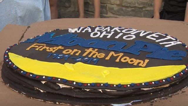 Tennessee bakery makes giant 'Moon Pie' for moon landing celebration