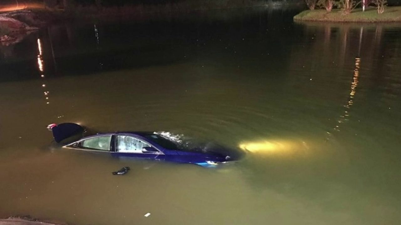 Human remains found in submerged car identified as man ... |Submerged Car
