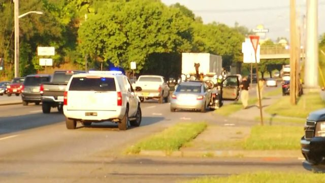 Roanoke authorities investigating report of bicyclist hit by driver