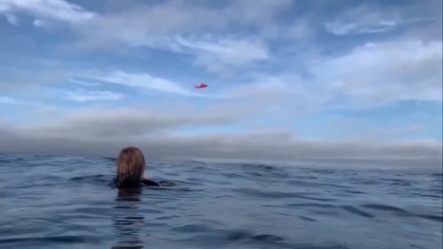 Caught on camera: Pilot loses power, lands in ocean