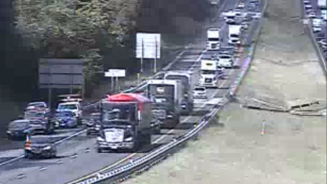 Accident causes 6-mile backup on I-81 in Roanoke County