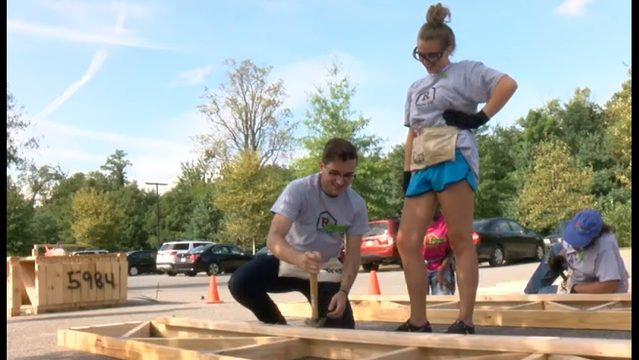 Trading in textbooks for toolbelts: Local college freshmen giving back…
