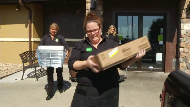Olive Garden treats first responders to lunch delivery for working on Labor Day