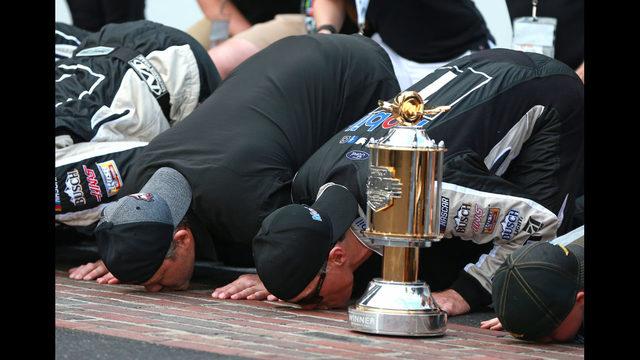 Kevin Harvick wins NASCAR Cup race at Michigan