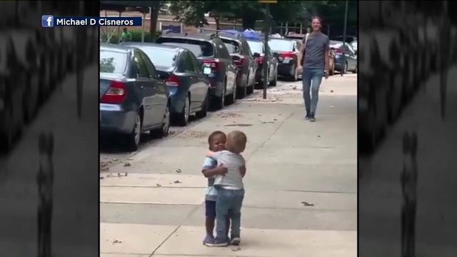 Video of toddlers hugging on New York City street goes viral