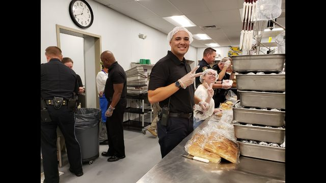 Roanoke City officers volunteer in kitchen to feed hungry children