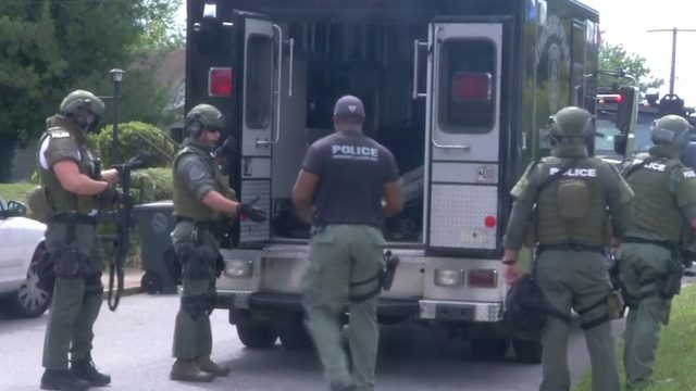 Man in custody after standoff at Lynchburg home
