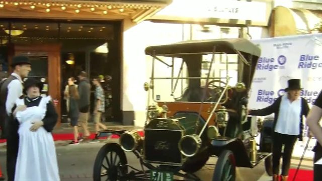 'Downton Abbey' street party in front of Grandin Theatre raises money…