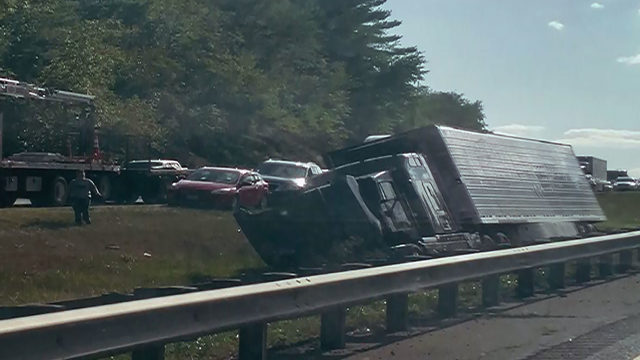 Tractor-trailer crash causing backups on I-81 North in Roanoke County