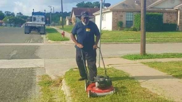 Texas school bus driver cuts grass at stop so students don't have to…
