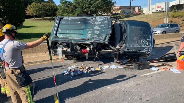 Route 29 in Lynchburg closed after single-vehicle crash, police say
