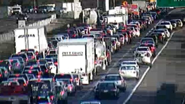 Multivehicle crash on I-581 in Roanoke County closed multiple lanes