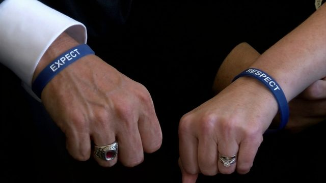 Roanoke County schools students, employees wearing bracelets to combat bullying