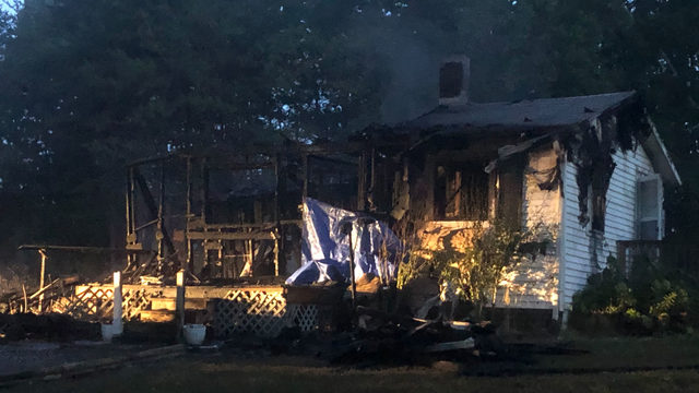 Authorities investigate fire that left one man dead