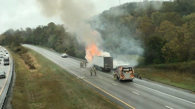 Tractor-trailor fire closes all northbound I-81 lanes in Botetourt County