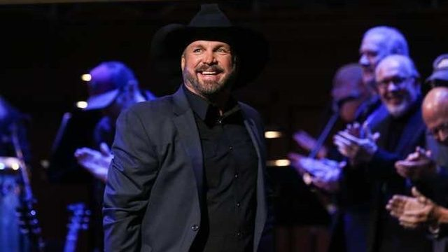 Kid dresses up as Garth Brooks for Halloween, gets invited to his upcoming show