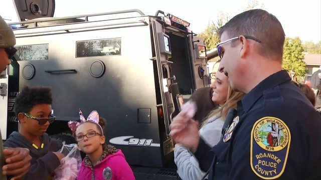 Roanoke County police and Chuck E Cheese team up for Touch A Truck