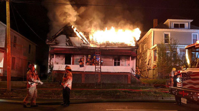 Six displaced after overnight fire in southeast Roanoke