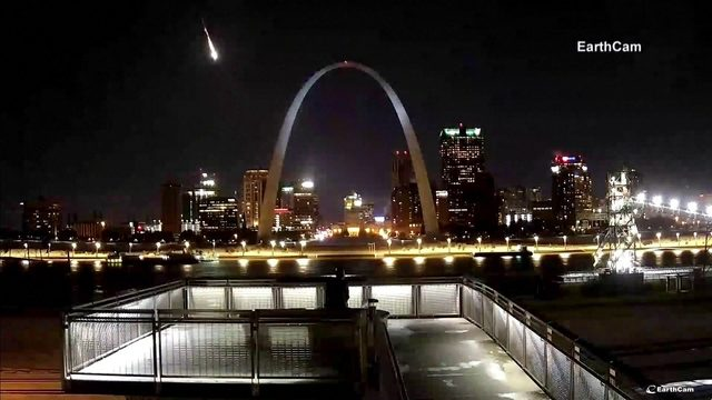 Apparent meteor shower flashes through the St. Louis sky